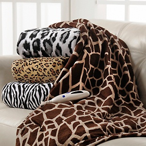 Heated Plush Throw – Animal-Print